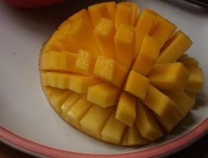 Sliced-cubed_Mango_01
